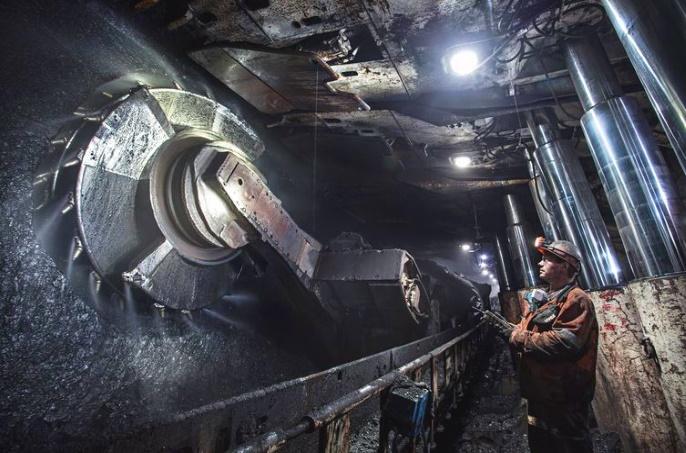 добыча угля в шахте