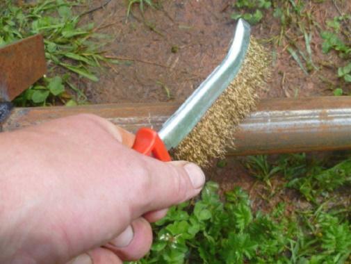 зачистка труб щеткой