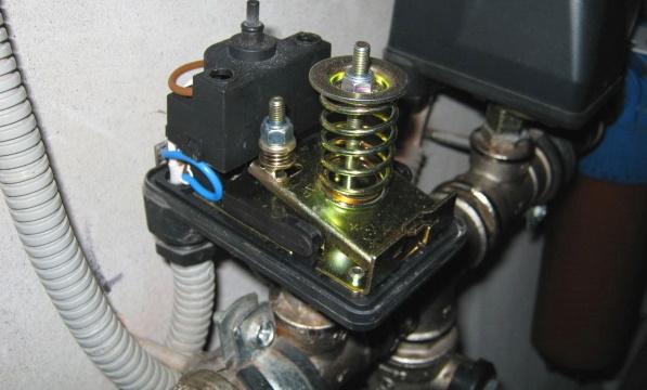 Реле давления водопровода