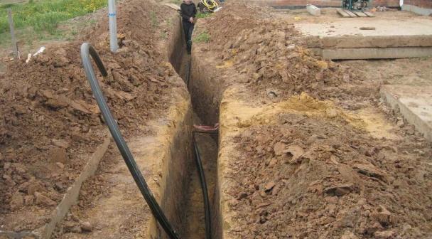Траншея под водопровод