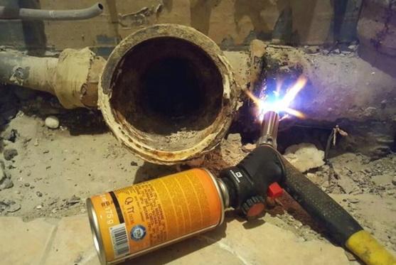 Разогрев чугунной канализации горелкой
