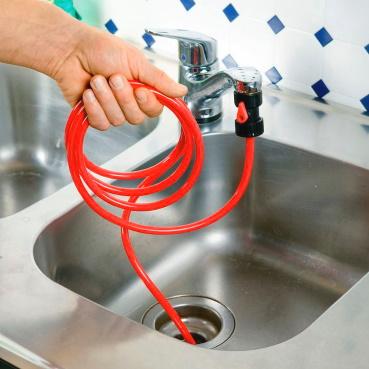 подача воды шлангом