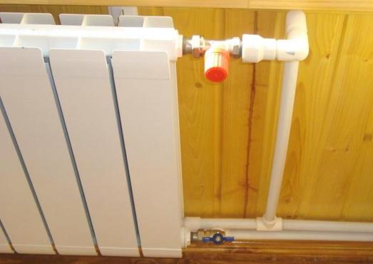 Регулировочный кран на подаче радиатора